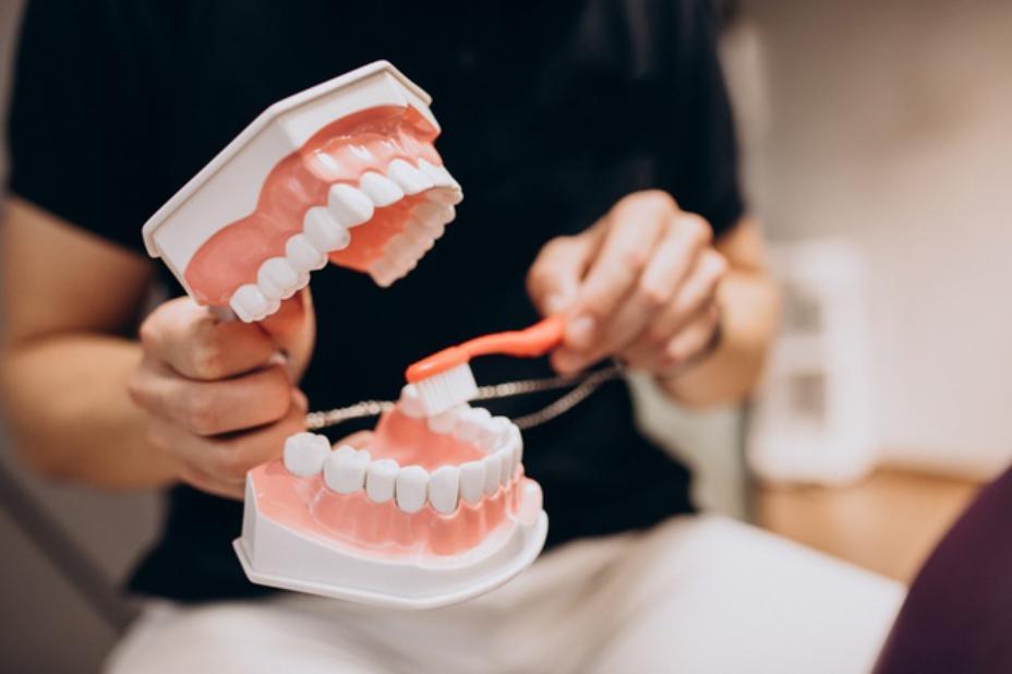 Răng có yếu khi chỉnh nha niềng răng?